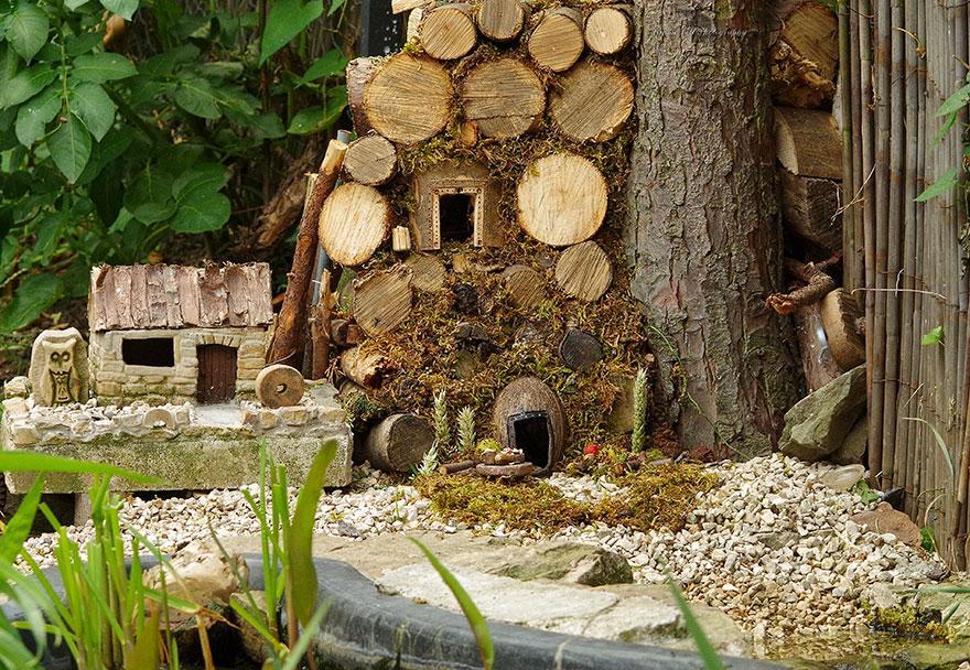 miniature-mice-family-house-simon-dell-44.jpg
